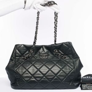 Auth CHANEL Quilted Leather CC Logo Tote Handbag